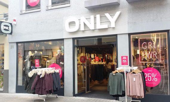 Filiale der Modekette ONLY über Wilhelmstrasse Reutlingen