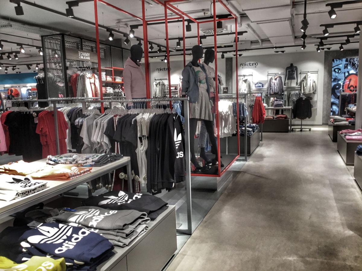 Steet- und Sportswear im Untergeschoss